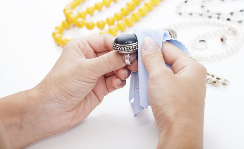 Como-limpiar-anillos-de-plata-2